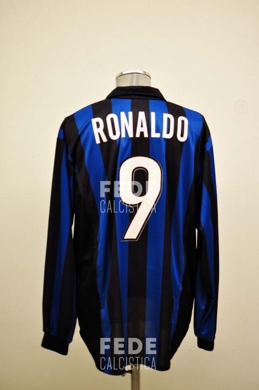 0136_1_internazionale_9_ronaldo_1998-1999_serie-a